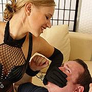 Teengirl Sophie smothers a slave with her hands